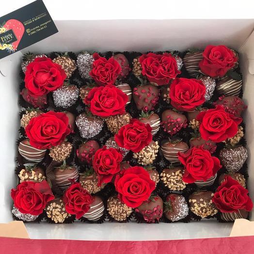 Мега-коробка с клубникой в шоколаде: букеты цветов на заказ Flowwow