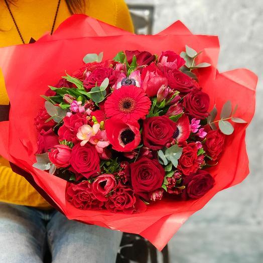 """Яркий букет из анемонов и роз """"Пламенная страсть"""": букеты цветов на заказ Flowwow"""