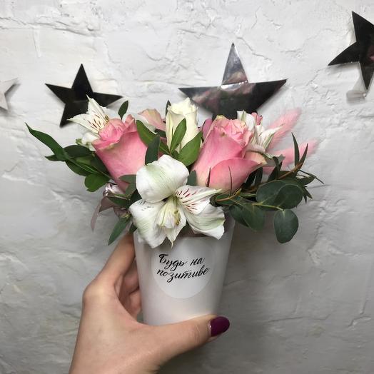 Стаканчик «Будь на позитиве»: букеты цветов на заказ Flowwow