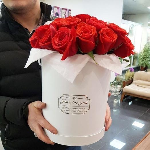 Коробка с эквадорскими розами: букеты цветов на заказ Flowwow