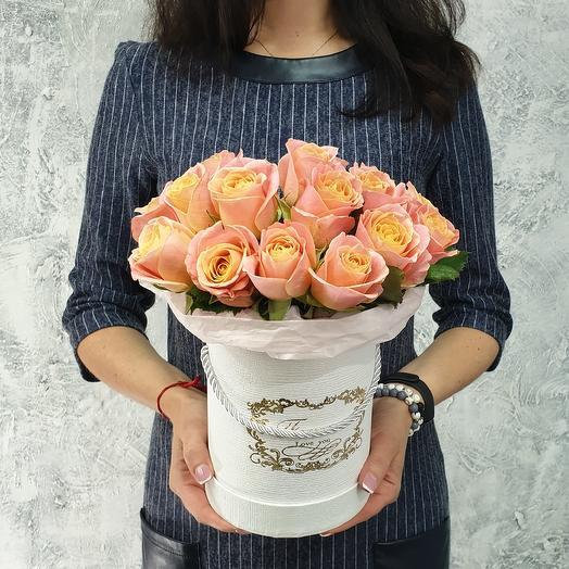 Розы коралловые в шляпной коробке: букеты цветов на заказ Flowwow