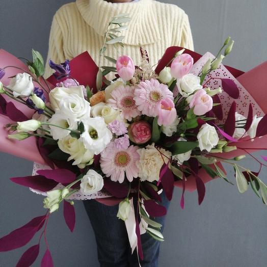 Современные,авторский букет роз,тюльпанов и лизиантуса: букеты цветов на заказ Flowwow