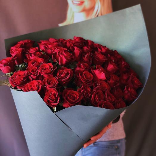 51 алая Роза: букеты цветов на заказ Flowwow