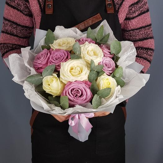 Букет белых и сиреневых роз: букеты цветов на заказ Flowwow