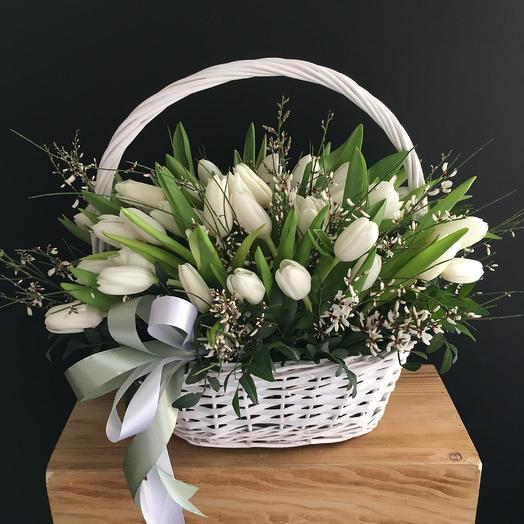Корзина с весенним настроением: букеты цветов на заказ Flowwow
