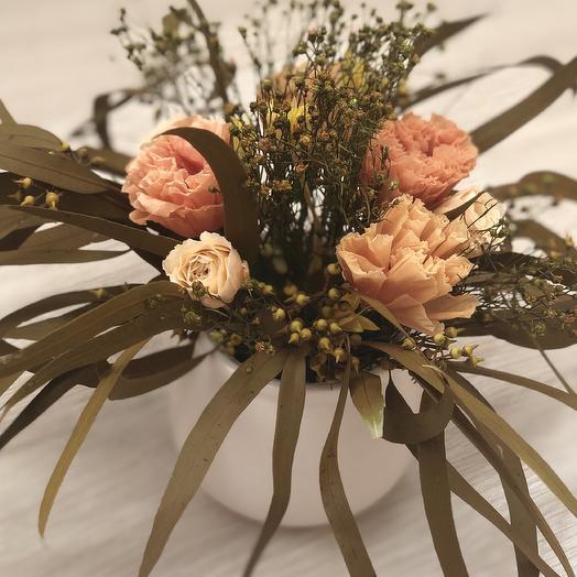 Лизиантус и розы с эвкалиптом