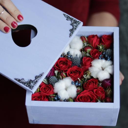 Композиция «Розы с хлопком «: букеты цветов на заказ Flowwow