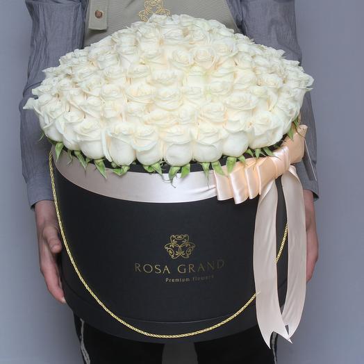 101 кремовая эквадорская роза в шляпной коробке