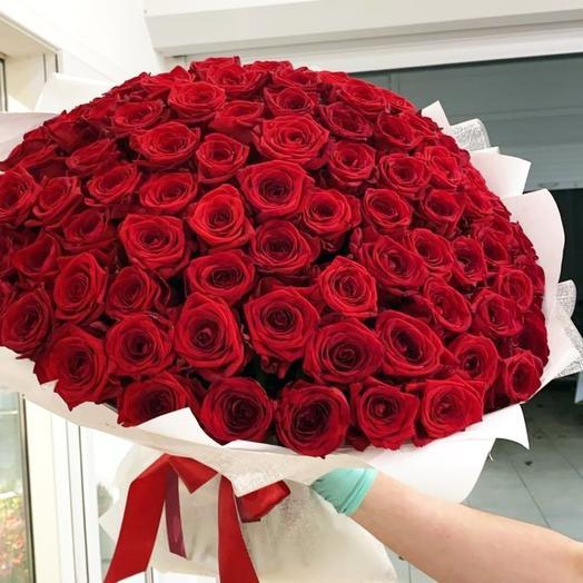 Роскошный букет из 101 красной розы