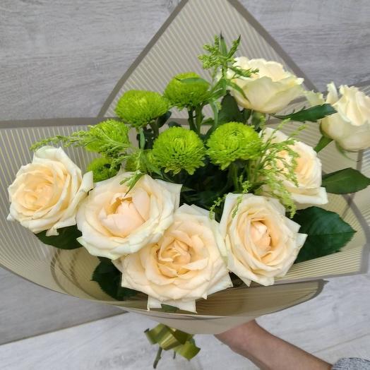 Букет из 7 роз и хризантемы