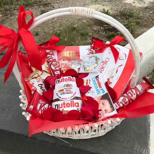 Sweet basket in white and red colors