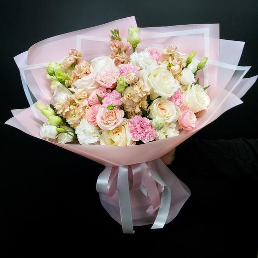 """Букет """"Ажурные мотивы"""" с французскими ароматными розами"""