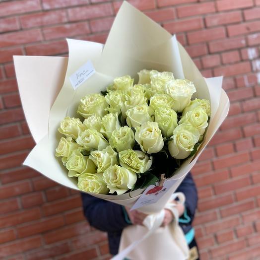 Букет 25 роз голландских роз в упаковке