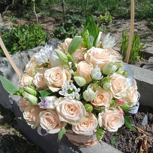 Корзина с цветами «Моли»