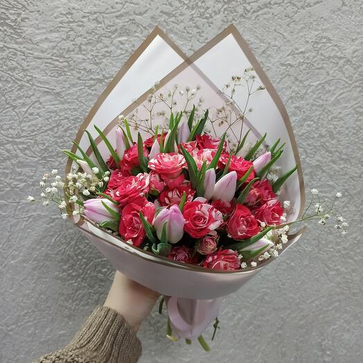 Красивый букет с розами и тюльпанами