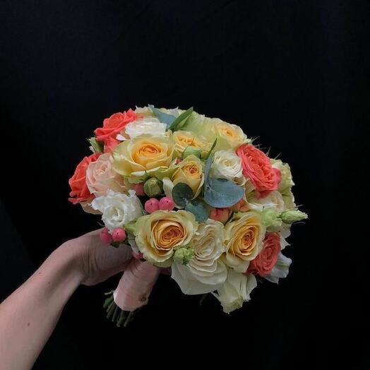 Букет невесты из роз яркий