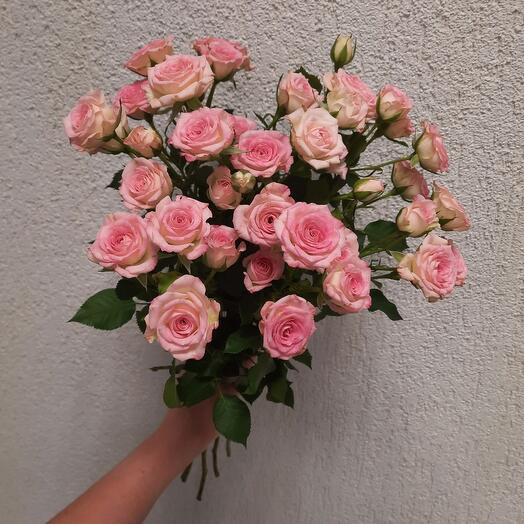 """Букет из кустовой розы """"Крем Твистер"""""""