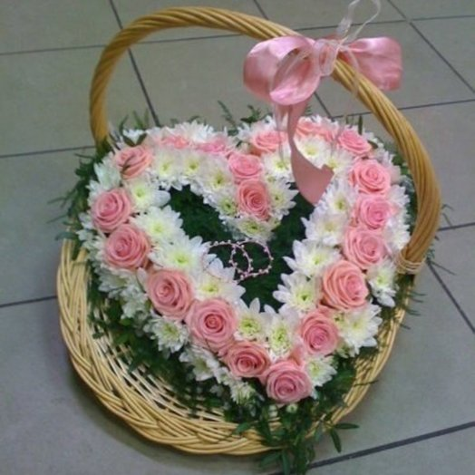Корзина нежное сердце: букеты цветов на заказ Flowwow