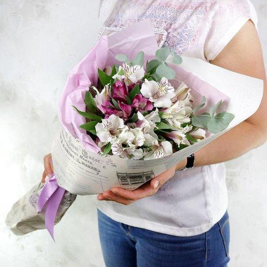 Букет из 7 альстромерий с листьями эвкалипта: букеты цветов на заказ Flowwow