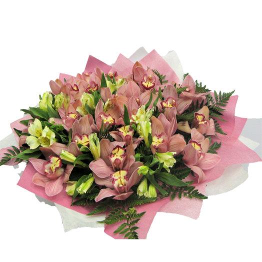 Букет из розовых орхидей и альстромерии