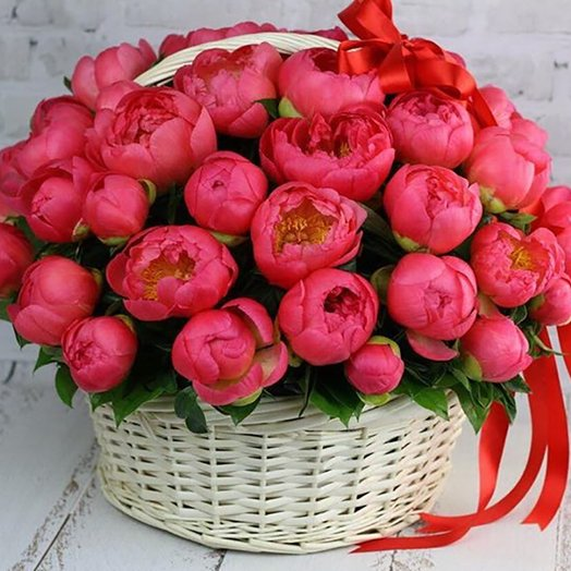 Корзина из 51 розового пиона : букеты цветов на заказ Flowwow
