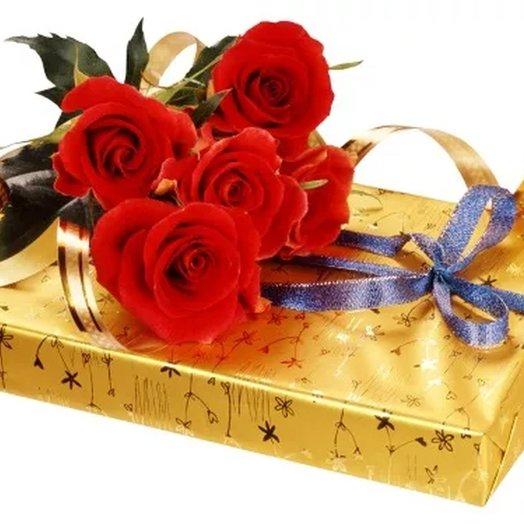 5 красных роз и коробка конфет