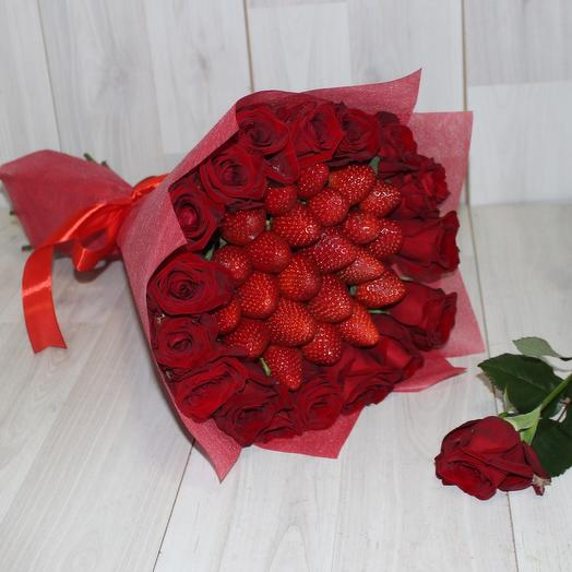 A bouquet of red roses and strawberries