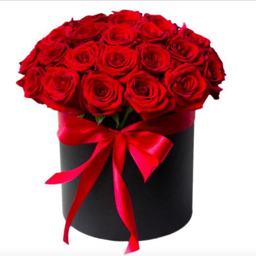 25 роз в шляпной коробке