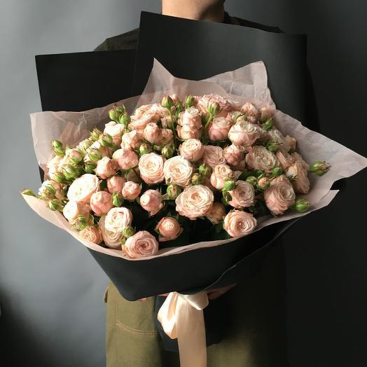 Моно букет из кустовых пионовидных роз