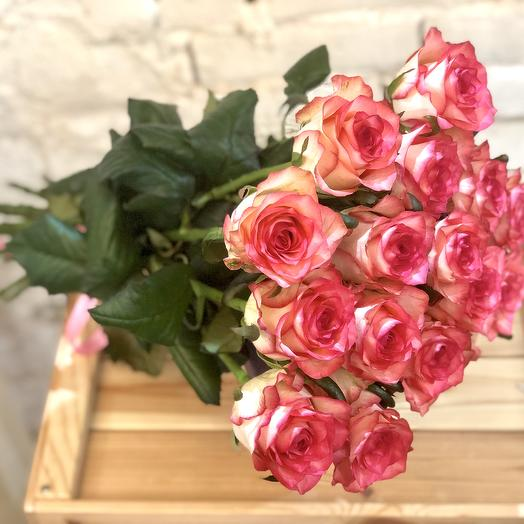 15 двухцветных роз Джумилия: букеты цветов на заказ Flowwow