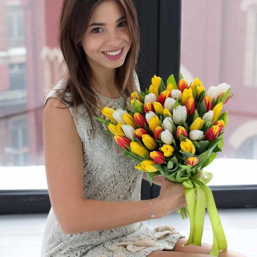 Микс из 51 белых, желтых и оранжевых тюльпанов