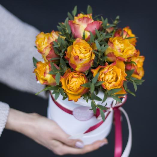 Комплимент в коробке: солнечный: букеты цветов на заказ Flowwow