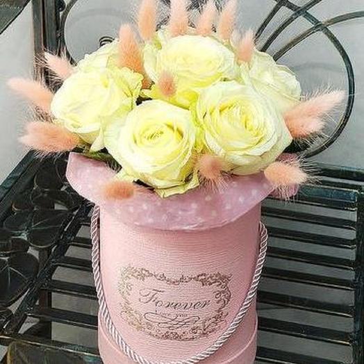 Нежный букет из роз и лагуруса