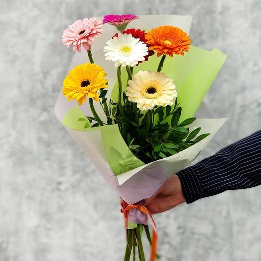 Букет из ярких мини гербер: букеты цветов на заказ Flowwow