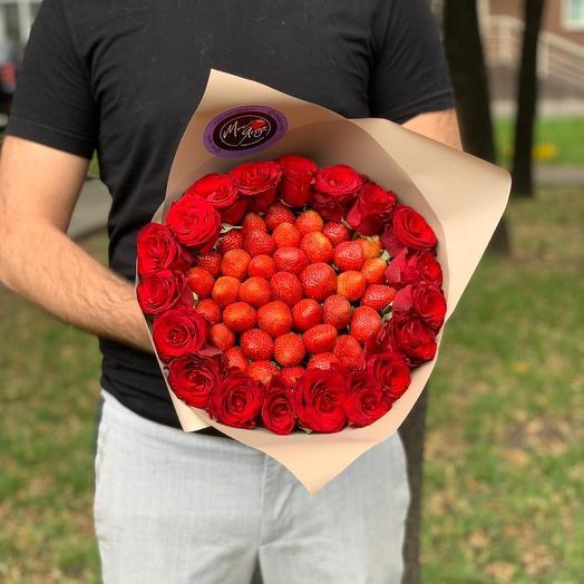 Букет из клубники и роз на 1 сентября