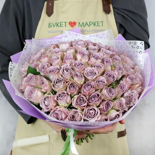 Букет из 75 сиреневых кенийских роз в упаковке