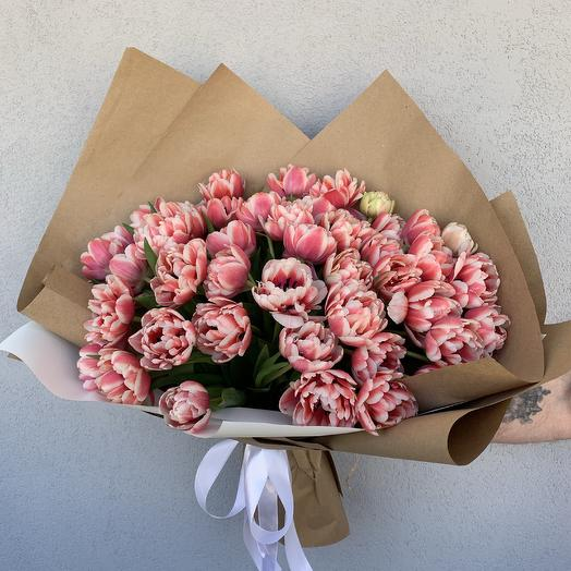 Букет из 51 тюльпана в крафте: букеты цветов на заказ Flowwow