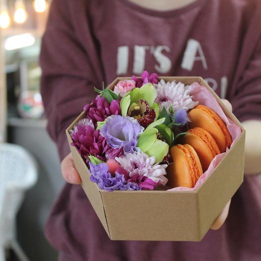 """Коробочка  макаронс """"Радуга"""": букеты цветов на заказ Flowwow"""