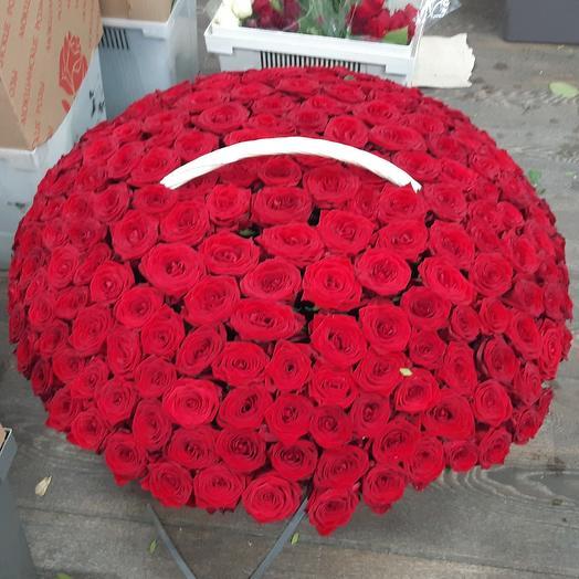 301 роза в корзине: букеты цветов на заказ Flowwow