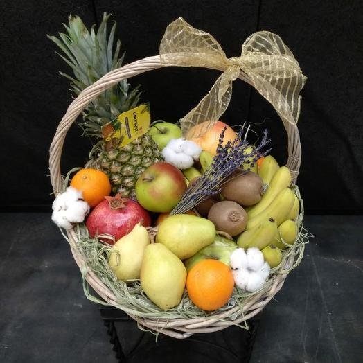 Корзина с фруктами