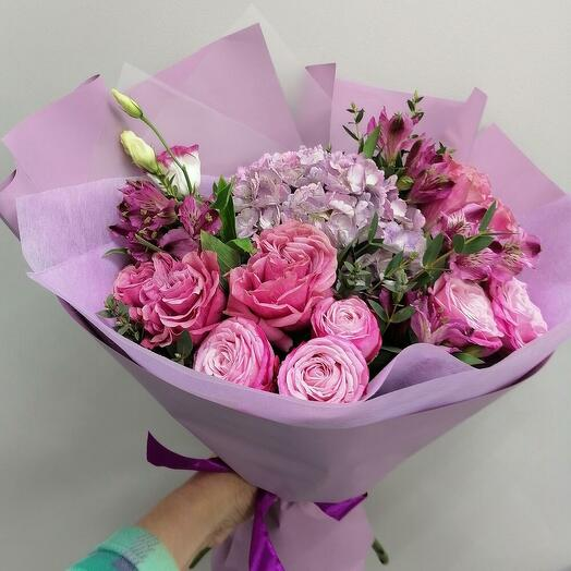 Пионовый (букет из гортензии, пионовидых роз)
