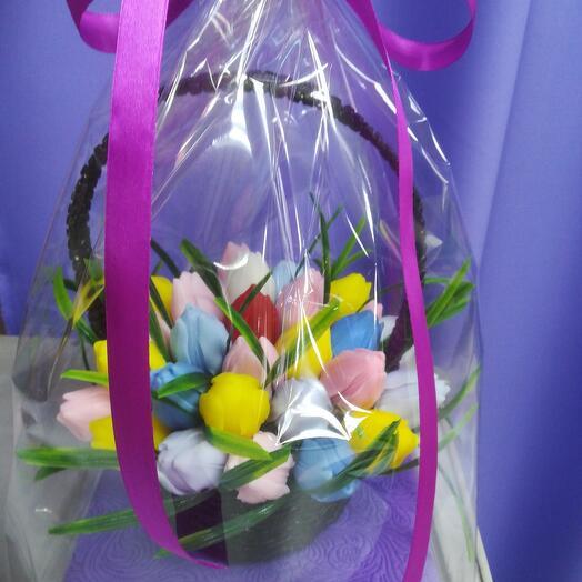 Корзинка с тюльпанами из мыла ручной работы