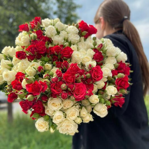 Букет кустовых роз 29 веток