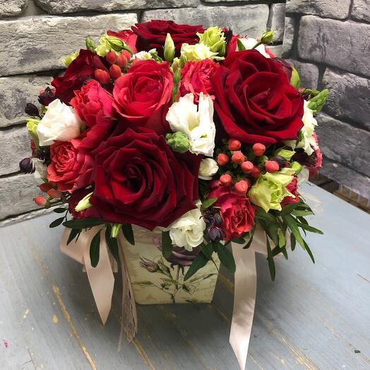 Цветы в коробке Леонсия