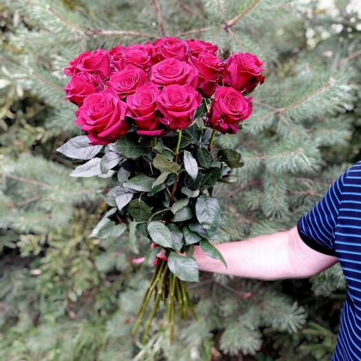21 красная роза 70 см. Эквадор