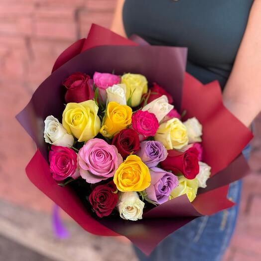 25 кенийских роз в оформлении
