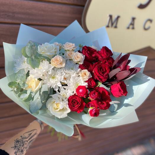 Букет из роз и хризантем «Контраст»