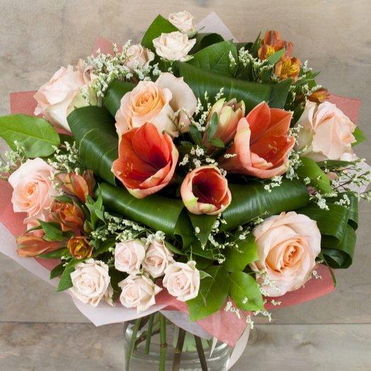 Букет с розами и амарилисом: букеты цветов на заказ Flowwow