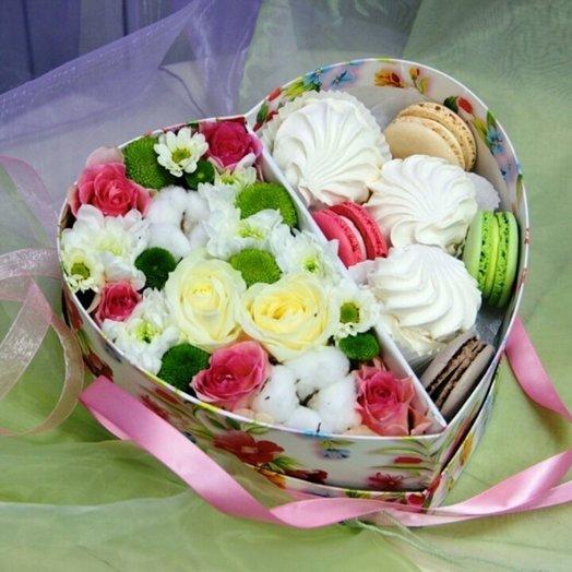 Композиция Признание в коробке сердце: букеты цветов на заказ Flowwow