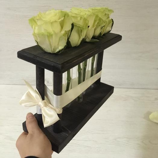 5 белых роз в деревянном боксе с пробирками: букеты цветов на заказ Flowwow